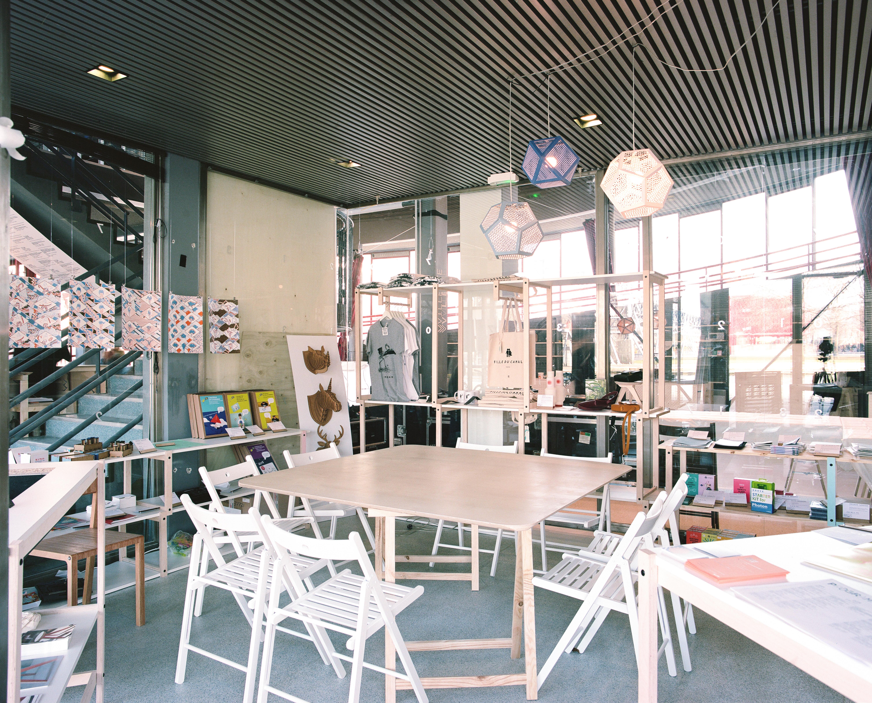 L'espace boutique et salle de réunion.